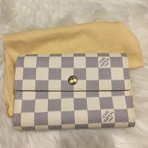 Handbags - Traded ❤️Louis Vuitton large wallet